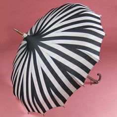 WOW - every Portland girl needs to know about this site. Bella Umbrella is incredible! #pdx #bringontherain #socute
