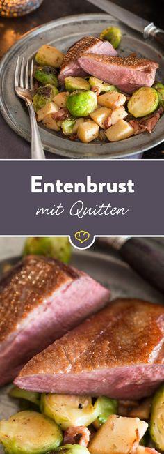 Zartes, rosa gebratenes Entenbrustfilet mit krosser Hautseite trifft pochiertes Quittengemüse und zarten Rosenkohl - kann Geflügel köstlicher sein?