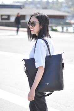 Anh from 9to5Chic shares her life and what's inside her daily tote. Leather laptop tote DAAME / womens leather laptop bag / work tote bags for women #daame #laptopbag #ootd #bagsnoop #daame #whatsinyourbag