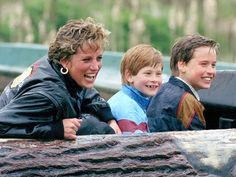 Diana, Will, and Harry get splashed on a log ride during a visit to a UK amusement park. #royals (Photo by: Getty)