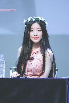 dedicated to female kpop idols. Kpop Girl Groups, Korean Girl Groups, Kpop Girls, Mini E, Oppa Gangnam Style, Fandom, Extended Play, Cube Entertainment, Just Girl Things