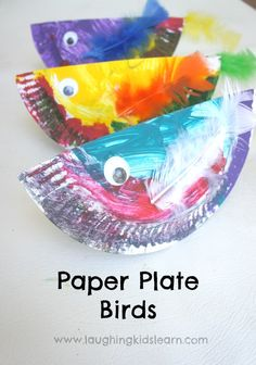 Simple toddler or preschooler craft making paper plate birds. Easy painting activity that promotes creativity and increases knowledge of colours.