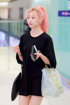 """Girls don't want boys, they want Kim Minjoo [A thread]"" Eyes On Me, Yu Jin, Japanese Girl Group, Kim Min, Airport Style, Pink Hair, Kpop Girls, Korean Girl, Casual Wear"