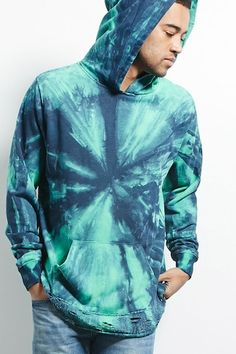 New how to style a hoodie outfit ideas Tie Dye Shirts, Tie Dye Hoodie, Tye Dye, Moda Tie Dye, Ankle Boots With Leggings, Tie Dye Bedding, Tie Dye Jackets, Tie Dye Fashion, Tie Dye Patterns