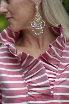 Shop Devon Baer Source by tkatschjov blouses style Vogue Fashion, Pink Fashion, Fashion Dresses, Womens Fashion, Moda Chic, African Dress, Fashion Details, Dressmaking, African Fashion