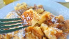 Kaiserschmarrn #foodspecialities #austria #tyrol #tirol #österreich Austrian Food, Austrian Recipes, Macaroni And Cheese, Drinks, Ethnic Recipes, Kaiserschmarrn, Mac And Cheese, Drink, Beverage