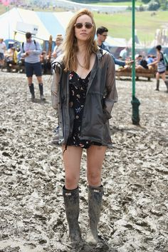 Suki Waterhouse is unperturbed by the sludge in Hunter rain gear and a mini floral dress. #refinery29 http://www.refinery29.com/2016/06/115099/glastonbury-festival-street-style-2016#slide-6