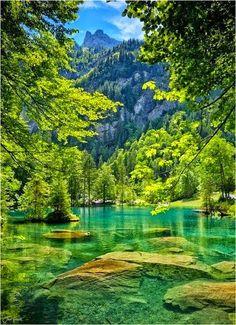 Lago azul, Kandersteg, Suiza