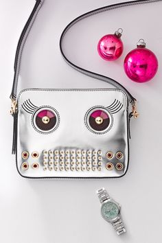 Back to the future with the perfect present: #Fossil Sydney Robot Crossbody in silver.