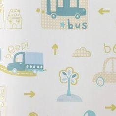 Diseño con dibujos infantiles de ciudad crema, gris, verde y azul en este papel pintado de la colección Coconet de Dandino.