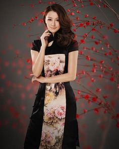 black cheongsam with embroidery flowers