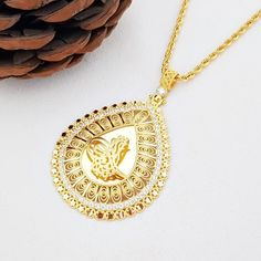 On Çeyrek Altınlı Halat Zincirli Kolye Gold Jewellery Design, Gold Jewelry, Golden Design, Kurta Neck Design, Long Necklaces, Pandora Jewelry, Pendant Necklace, Diamond, Fashion