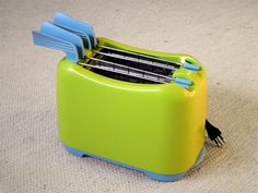 Shannon Lush reveals how to clean a dirty toaster.