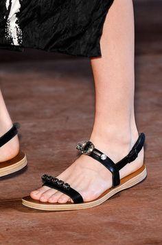 Tendencias primavera verano 2013 sandalias de piso accesorios zapatos - Miu Miu