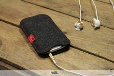 Phone case cover ELIE Size 3  100 wool felt  от packandsmooch, $17.00