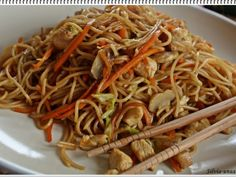 Paste cu legume si pui - in stil chinezesc, Rețetă Petitchef Wok, Asian Recipes, Ethnic Recipes, Japchae, Food And Drink, Kitchen, China, Drinks, Hip Bones