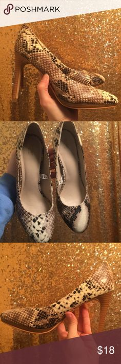 eb3ea608284 Mossimo Snake Print Heels Size 8 ⭐️Mossimo Snake Print Heels ⭐️Size 8  ⭐️Minor wear on bottom of shoes as shown in picture 🚭Items come from smoke  free ...