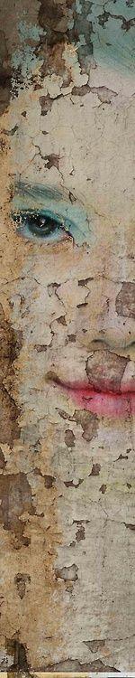 Timeskin. Antonio Mora. Soft crackle. Faded beauty.