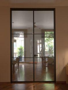 Intervención en recepción, sala de espera y sala de reuniones del despacho de abogados OROMÍ & ASOCIADOS. Instalación de amplia puerta de vidrio y aluminio de la firma ALBED.