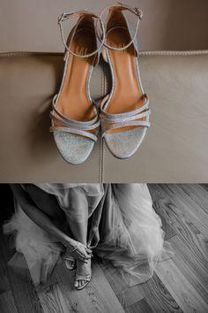Inspiration echte Hochzeit: zeitlose Sandaletten für die Braut in Silber mit schmalen Riemchen und Glitzer von Billi Bi #lumoid #hochzeitsreportage #braut #brautschuhe #sandaletten #billibi #silber #glitzer #riemchen #sommerhochzeit #hochzeitsfotografin #rittergut #störmede #hochzeitsfotografnrw #hagen