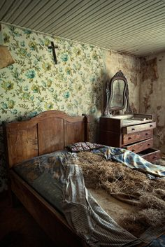 Abandoned bedroom - Abandoned Architecture - Big City Buildings - Modern and Historical Buildings - City Planning - Travel Photography Destinations - Amazing Ugly and Beautiful Places