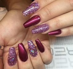22 Fall Nail Designs To Spice Up Your Look nail art - Burgundy berry and glitter. 22 Fall Nail Designs To Spice Up Your Look nail art - Burgundy berry and glitter nails autumn perfect autumn nails Natural Nail Designs, French Nail Designs, Pink Nail Designs, Winter Nail Designs, Nails Design, Berry Nails, Red Nails, Glitter Nails, Hair And Nails