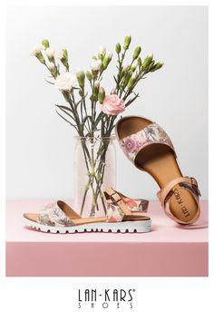 Sandałki w kwiaty.  #shoes #leather #sandals #fashion #style #flowers #colorful #love #beautiful #woman #feminine #pink #pastel #lankars