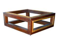 MESA CUBINHO  Mesa usada na sala de espera.  Alt. 21 cm, Larg. 60 cm, Prof. 55 cm