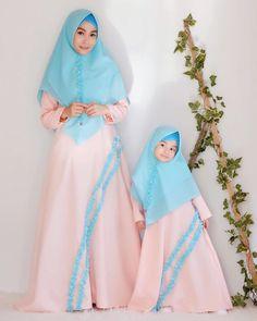 Niqab Fashion, Modern Hijab Fashion, Batik Fashion, Islamic Fashion, Casual Hijab Outfit, Hijab Dress, Stylewe Dresses, Mother Daughter Fashion, Dress Anak