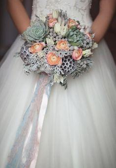 Wedding bouquet  Флорист: Ангелика Милевская FLORENTINO Фотограф: Наталья Станкевич #succulent #lotus fruit of nelumbo nucifera #ranunculus #tulip #зимний #букет