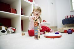 Playing with building blocks http://www.baby.tips/baby-development-1-2-year-old-babies/