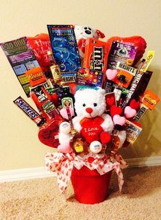 homemade valentine s day t basket ideas for him - Valentine's Days / Valentinstag Homemade Valentines Gifts For Him, Valentines Ideas For Him, Valentines Day Baskets, Diy Gifts For Him, Valentines Day Food, Valentines Gifts For Boyfriend, Gift Boyfriend, Boyfriend Birthday, Valentines Hearts