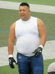 Large Men Fashion, Mens Fashion, Guy Fashion, American Football Players, Human Poses, Chinese Man, Fat Man, Big Men, Asian Men
