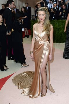 Met Gala 2016 Amber Heard in a Ralph Lauren Collection gown and Jimmy Choo pumps. Gala Dresses, Satin Dresses, Sexy Dresses, Nice Dresses, Evening Dresses, Amber Heard Style, Met Gala Outfits, Golden Dress, Affordable Prom Dresses
