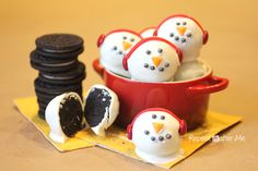 (link) Snowmen Oreo Truffle Balls ~ With only 3 ingredients (for the truffle balls, PLUS decorations), you won't believe how quick & easy it is to make these delicious NO BAKE Oreo Truffle Balls. They are so easy, the kids can make them! ~~~ DIY CHRISTMAS DESSERT / WINTER FUN TREATS