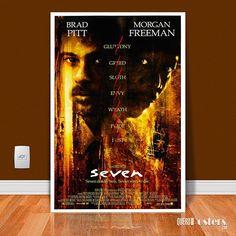Seven: Os Sete Crimes Capitais, dirigido por David Fincher, com um elenco de tirar o fôlego, Morgan Freeman, Kevin Spacey, Brad Pitt e Gwyneth Paltrow. É um daqueles filmes que qualquer um hesita em rever. É uma experiência única, tão destruidora, que qualquer pessoa preferirá apenas dizer que gostou. Mas você sabia, o número 7 aparece em diversos momentos ao longo do filme. O detetive Somerset (Morgan Freeman) é convidado para jantar às 7 p.m., o clímax de Seven deveria ocorrer às 7 p.m. e…