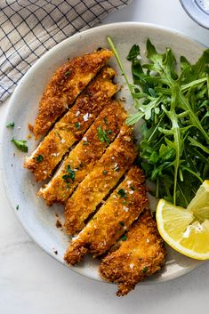 fall dinner recipes Crispy chicken schnitzel is easy to make and delicious. Panko-crusted and fried until golden, it is the perfect family dinner recipe. Chicken Recipes At Home, Crispy Chicken Recipes, Baked Chicken, Meat Recipes, Schnitzel Recipes, Chicken Schnitzel, Chicken Snitzel Recipe, Fall Dinner Recipes, Yum Yum Chicken
