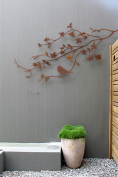 Designer courtyard appeal featuring metal art deco by Entanglements. Photo courtesy of Brannelly Outdoor