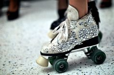 For kts roller disco Quad Roller Skates, Roller Derby, Roller Skating, Rollers, Choice Fashion, Star Wars Halloween, Roller Disco, Skater Girls, Who What Wear