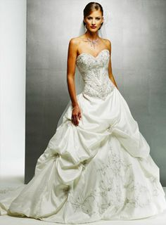 maggie sottero is just amazing, if i dont buy an alfredo angelo dress i def will buy a maggie!!!!!!