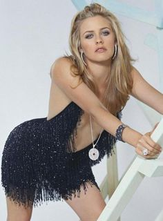 Alicia Silverstone Hot and Sexy Pic 28 Alicia Silverstone, Beautiful Celebrities, Beautiful Actresses, Beautiful People, Liv Tyler, Glamour, Female Actresses, Hollywood Celebrities, Look Fashion