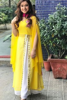 Party Wear Indian Dresses, Designer Party Wear Dresses, Indian Gowns Dresses, Indian Fashion Dresses, Kurti Designs Party Wear, Dress Indian Style, Indian Dresses For Women, Girls Dresses, Designer Gowns