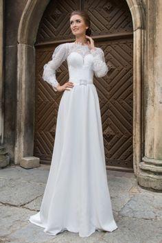 Nevšedné svadobné šaty s dlhým čipkovaným rukávom trend 2016 Salons 3483583287f