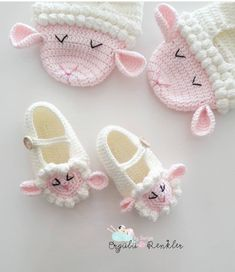 Crochet baby booties are among the most popular handcrafted projects they are cute and beautiful well there are 16 free booties to choose salvabrani – Artofit Booties Crochet, Crochet Baby Boots, Crochet Shoes, Crochet Slippers, Baby Booties, Crochet Teddy, Crochet Patterns Amigurumi, Cute Crochet, Knitting Socks