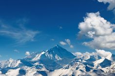 Bring the awe-inspiring views of Mount Everest indoors with our fantastic Mount Everest Mural Wallpaper. Stunning blue tones of the sky contrast with the brilliant white peaks of this huge mountain range to give you a feature wall that is wonderfully fresh and invigorating. Perfect for those of you who love inspirational natural wonders and absolutely guaranteed to give you that amazing feature wall in your own home.