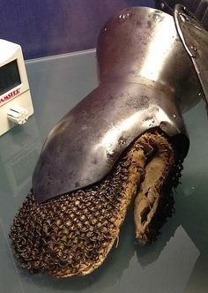 [LATER] Milanese gauntlet. Sion Castle Museum, Switzerland. (15th century? )