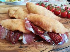 I panzerotti pugliesi Pizza, Hot Dog Buns, Good Food, The Creator, Cooking Recipes, Bread, Pains, Kitchen, Italian Desserts