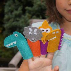 Felt Dinosaur Finger Puppets More Mais Glove Puppets, Felt Puppets, Puppets For Kids, Felt Finger Puppets, Hand Puppets, Dinosaur Puppet, Dinosaur Toys, Dinosaur Party, Dinosaur Birthday