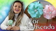 Maria Garcia shared a video Diy Lace Ribbon Flowers, Ribbon Hair Bows, Fabric Flowers, Maria Garcia, Baby Hair Bands, Kanzashi, Boutique Bows, Flower Making, Design Crafts