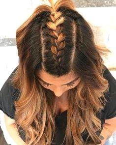 Try these 35 easy braid styles, no crazy braiding skills necessary. A simple Fre… Try these 35 easy braid styles, no crazy braiding skills necessary. A simple French braid down the middle and into a ponytail is such a cute look. It's a fun way to switch i Easy Braid Styles, Different Braid Styles, French Braid Styles, Cute Hair Styles Easy, Types Of Braids, Braid Types, Hair Type, Hair Looks, Hair Trends